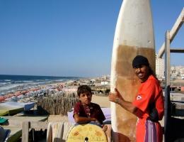 Im Sommer kontrollieren palästinensische Rettungsschwimmer den Strand