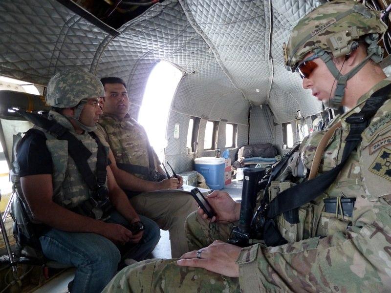 Mit einem Helikopter flogen wir nach Camp Nathan Smith (CNS)