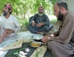 Aber wie wollt ihr einen Taliban von uns unterscheiden? fragen Bauern