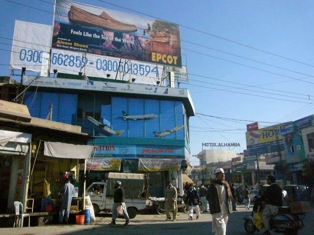 Auf dem Hauptplatz von Mingora knupften die Taliban Leute an Laternenpfahlen auf.