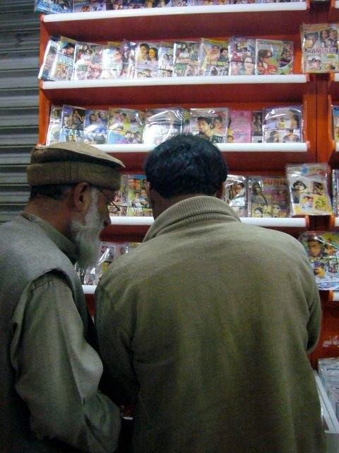 Unter den Taliban war Musik verboten. Jetzt sind die CD Laden wieder offen.