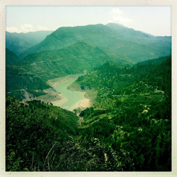 Stundenlange Fahrt durch die Berge